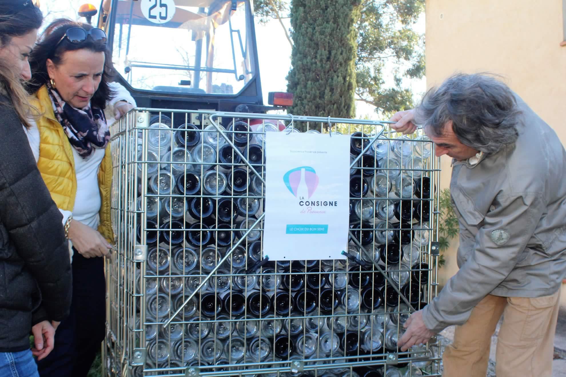 1ère collecte de 1 200 bouteilles de verre consignées au Domaine de la Marseillaise, à La Crau